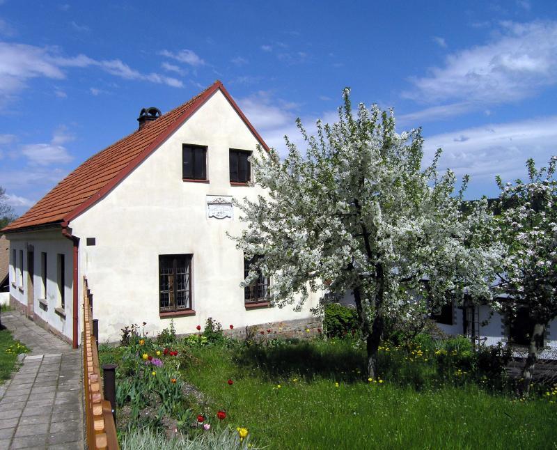 Připomínka slavnostního odhalení pamětní desky na rodném domku K. J. Erbena